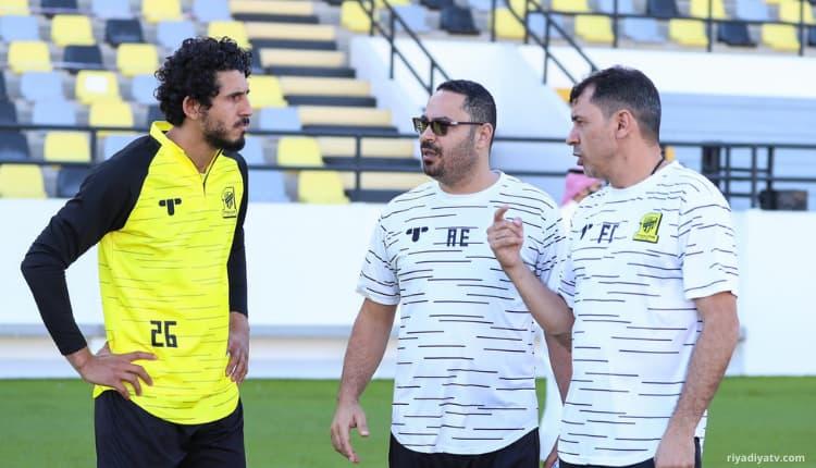 مدرب نادي الاتحاد كاريلي وأحمد حجازي مدافي نادي الاتحاد السعودي
